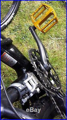 Black Cannondale Super V classic racing mountain bike frame size large