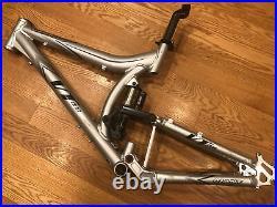 Giant VT One 1 Full Suspension Mountain Bike Frame. Manitou Swinger. NICE