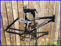 Immaculate Handcrafted Ellsworth Moment 17 frame AM/Trail/Enduro 6 travel