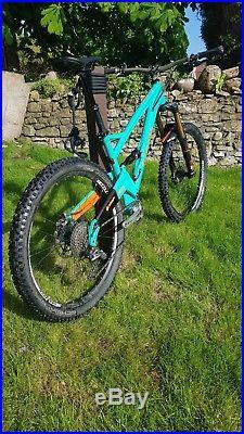 Orange five 2017 (5) bike in large / 19 frame. Top Spec