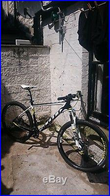 Scott scale 720 carbon frame L black/yellowithwhite 27 inch wheels 2015 model