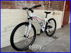 This Btwin Rockrider 340 Ladies bike has a 17 inch frame with 26 inch Wheels