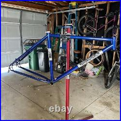 Vintage Mountain Bike Parts. Independent Fabrication Deluxe 26 Steel Frame 19
